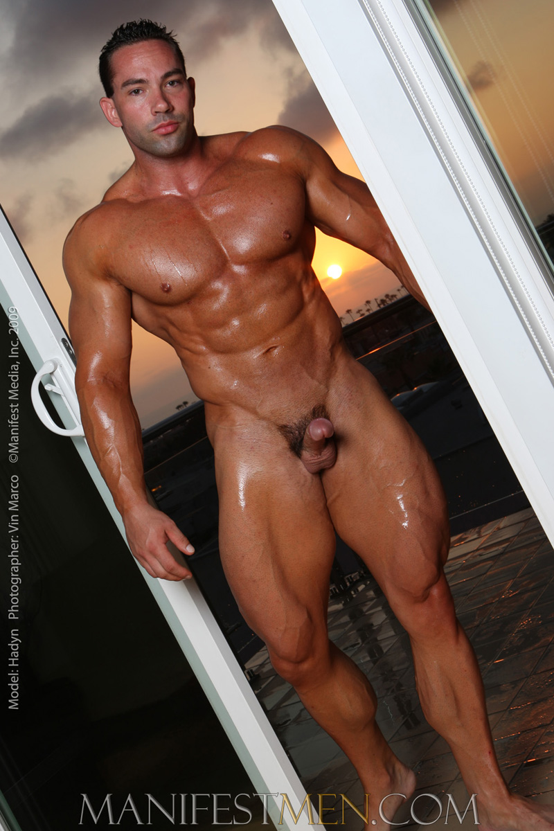 BODYBUILDER VIDEOS GAY